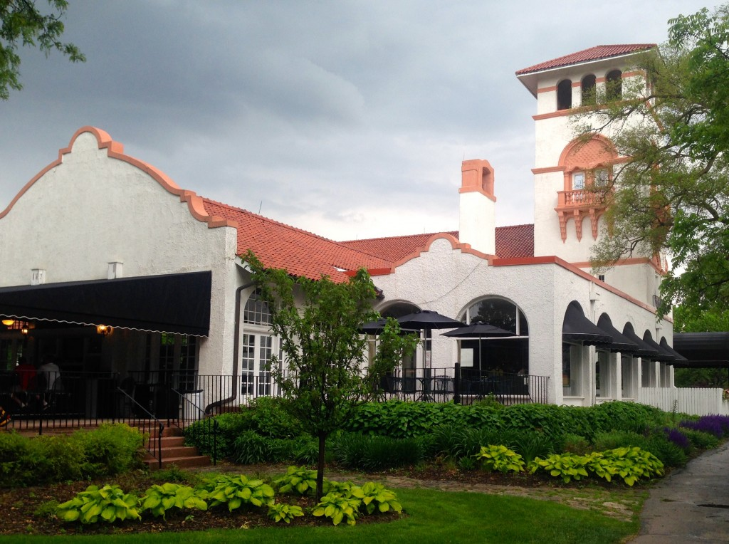 Ravisloe's clubhouse is one of the very best at Chicago public courses.